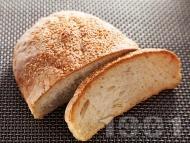 Питка от пшеничено и ръжено брашно със сусам (с мая)